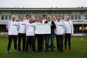 Scheckübergabe an die OV - Aktion Sportler gegen Hunger